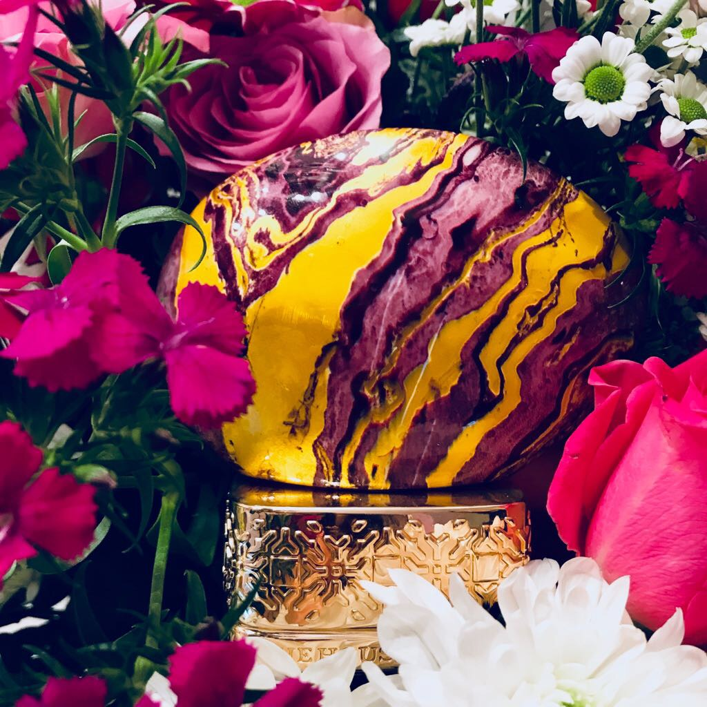 floral-velvety-bouquet-frozen-blueberry-rose-grapes-pearls-leaves-coffee-bean-amber-vanilla-white-musk-kalimantan-oud